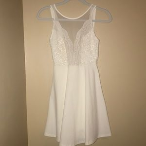 White Lulu's homecoming or formal dress